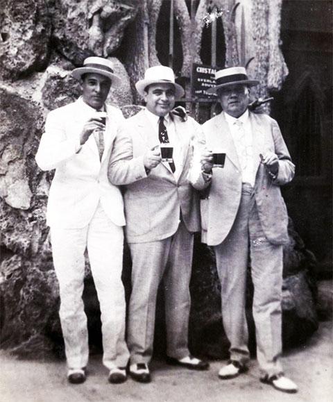 В центре: Аль Капоне на Кубе в 1930 году