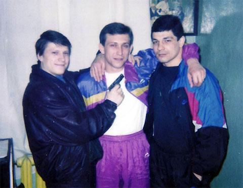 Слева вор в законе Сергей Липчанский (Сибиряк)