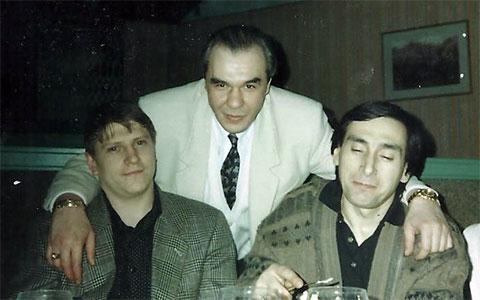 Впереди слева воры в законе: Сергей Липчанский (Сибиряк) и Станислав Цишба (Пака). Сзади авторитет Сергей Мамсуров (Мансур)