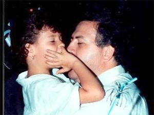 Эскобар вместе с дочерью Мануэлой (1984 год)