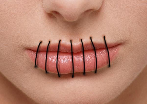 Заключенные зашили себе рты