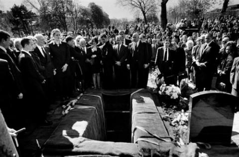 Фото погребения влиятельного бандита Чарли Края в пригороде Лондона Чингфорде