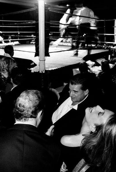 Рой Шоу (слева) с друзьями на боксерском шоу в отеле Kensington Palace (фото)