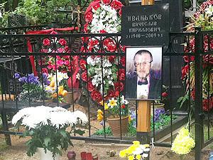 Могила Вячеслава Иванькова (Япончика) -фото