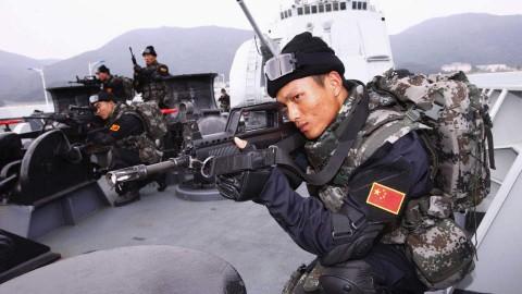 Китайские военные корабли у побережья Сомали охраняют груза страны