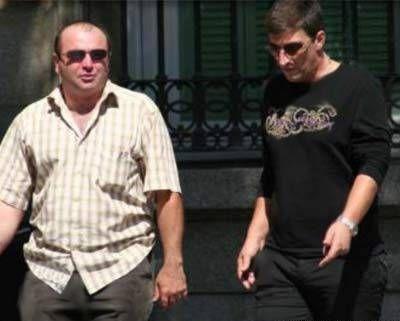 Вор в законе Кахабер Шушанашвили (справа)