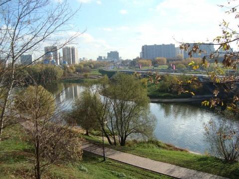 Борисовские пруды. Снимок возле моста в южном направлении.