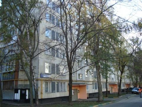 В 1970—1980-е в этом доме со своей семьей проживал криминальный лидер Москвы Сильвестр.