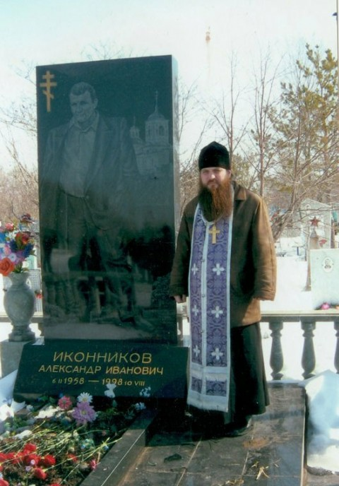 Могила вора в законе Александра Иконникова (Икона)