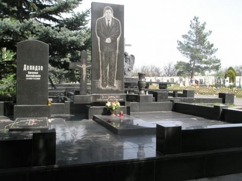 Могила криминального авторитета Григория Долидзе, убитого в 1998 году