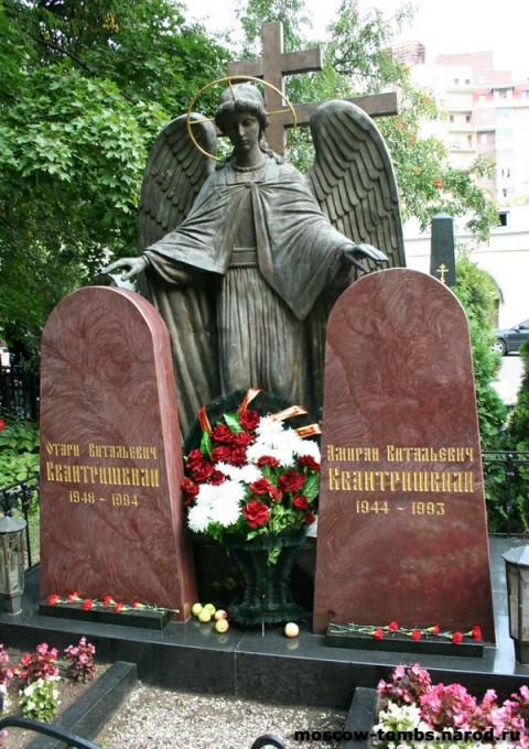 Могила криминальных авторитетов Отари и Амирана Квантришвили