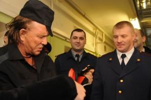 """Микки Рурк посетил Следственный изолятор №2 г. Москвы """"Бутырская тюрьма""""."""