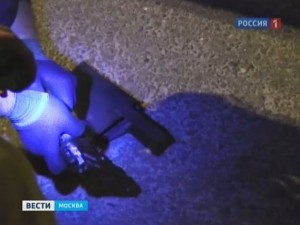 У приезжих изъяли пистолеты и вещество, похожее на наркотик. Операция прошла в понедельник примерно в 22:35 на Кутузовском проспекте