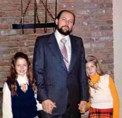 Ричард Куклинский со своими дочерьми.