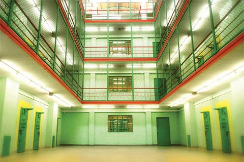 В тюрьме четыре корпуса. Это внутренний двор одного из них