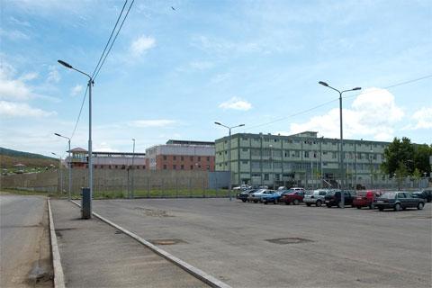 Грузины постепенно сносят старые, советские тюрьмы, а на их месте строят новые. Тюрьму в Тбилиси построили в 2008 г