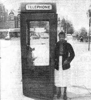 Из этой телефонной будки Марселла Клакстон вызвала полицию
