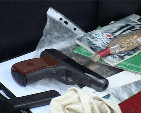 Оружие, найденное у участников воровских переговоров