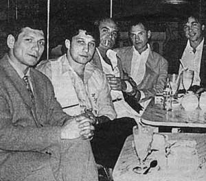 Слева направо: авторитет Курганской ОПГ Олег Нелюбин, Анатолий Гусев, четвертый - Андрей Колигов, Криминальный авторитет Черкас