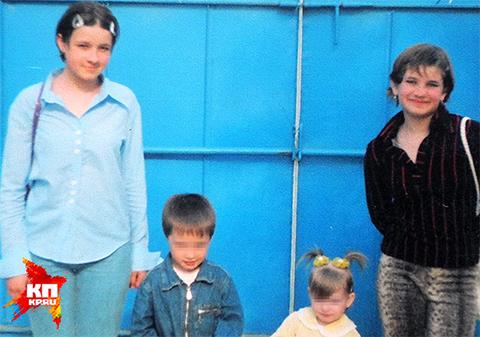 Таня Чередникова (крайняя слева) и Лера Клочко (крайняя справа) были лучшими подружками и погибли вместе