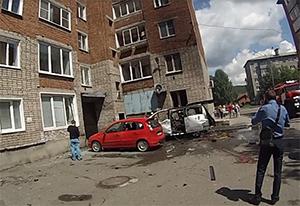 Фото с места взрыва автомобиля в Междуреченске