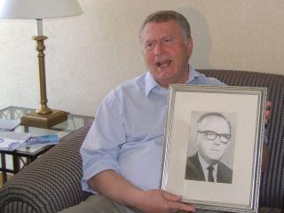 Жириновский: теперь я сын агронома и коммерсанта, а не потомственный юрист.