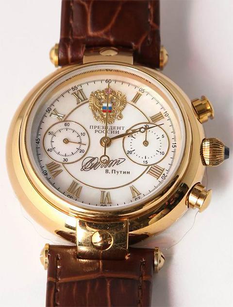 Михась получил часы от Путина