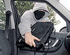 В столице из салона автомобиля были похищены 15 млн. рублей