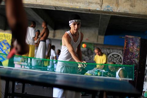 Настольный теннис в тюрьме города Сьюдад-Барриос, Сан-Мигель, 160 км к востоку от Сан-Сальвадора