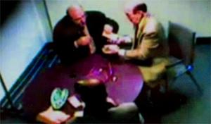 Банда рэкетиров не боялась обирать своих жертв прямо в общественных местах