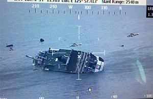 Следовавший из порта Инчхон на остров Чеджудо паром затонул 16 апреля 2014 года у юго-западной оконечности Корейского полуострова, погибли 295 человек