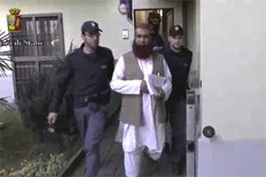 Полицейские задерживают члена «Аль-Каиды», 24 апреля 2015 года