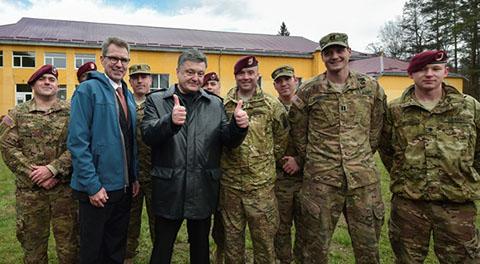 Петр Порошенко и посол США в Украине встретились с участниками военных учений