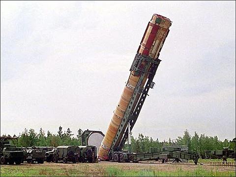 """Ракетный комплекс """"Воевода"""" с ракетой Р-36М2"""