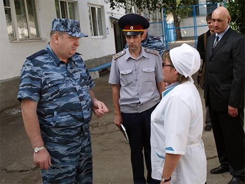 Директор ФСИН России Александр Реймер инспектирует одну из Чувашских колоний
