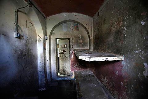 Заброшенная тюрьма