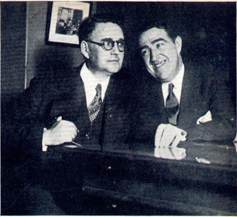 Макманус (справа) и его адвокат