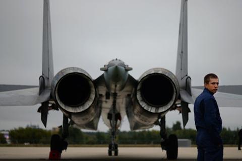 """Истребитель Су-27 на аэродроме в Жуковском, где пройдет международный авиационно-космический салон """"МАКС-2013"""""""