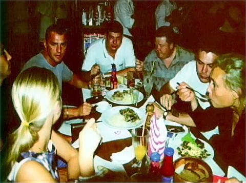 Слева направо: Славик Константиновский, Леонид Ройтман - участники банды Магадана
