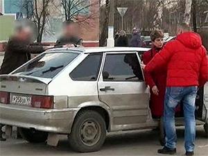 Задержание учительницы сотрудниками правоохранительных органов