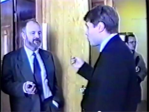 1996 год — Александр Морозов рвется в кабинет к Василию Мальцеву
