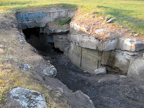 В этих каменоломнях банда Бабака скрывала награбленное фото