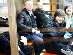 Бригада Гайтукаева на суде в окружении лидера