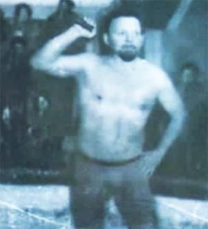 Борис Корнеев во время выступления в цирке
