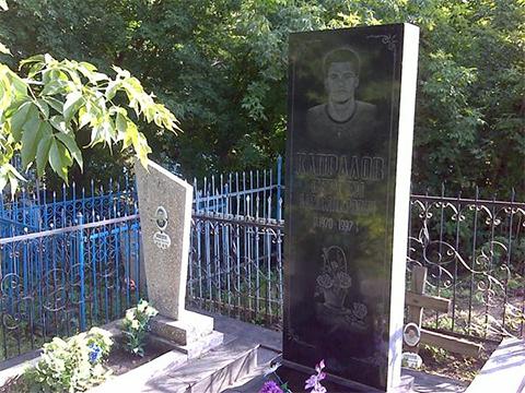 Могила Сергея Капралова