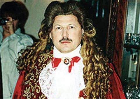 Барсуков-Кумарин в образе французского короля Людовика XIV в фильме «Лошадиная энциклопедия»