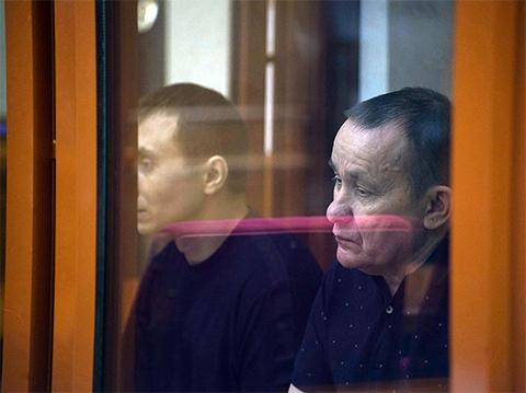 Николай Смовж (справа) и его охранник Павел Козлов на оглашении приговора в областном суде 23 мая