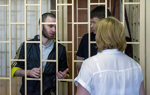 Александр Ковтун общается с адвокатом