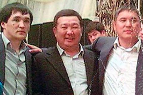 Слева: Алмамбет Анапияев; Справа Камчы Кольбаев