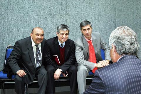 Слева: Баходир Убайдуллаев по прозвищу Фантомас, Аброрходжа Маруфходжаев, Анатолий Быков. Спиной сидит Салим Абдувалиев